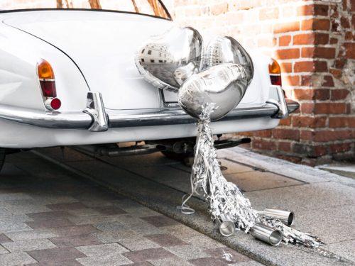 Latas y corazones coche boda