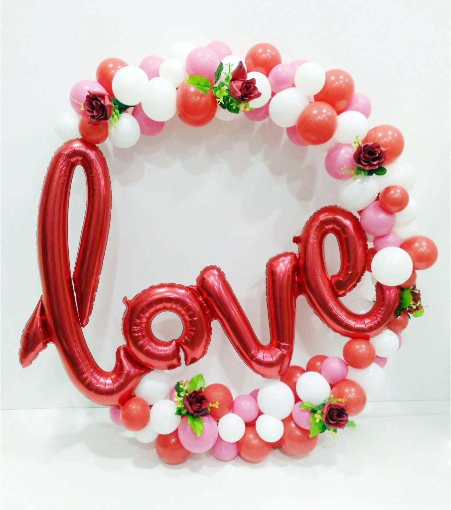 Arco orgánico de globos Love