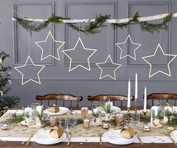 Estrellas colgantes de madera